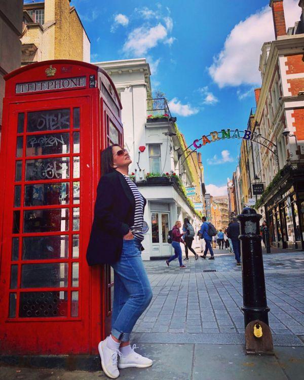 София Ротару гуляет по Лондону в белых кедах (ФОТО)