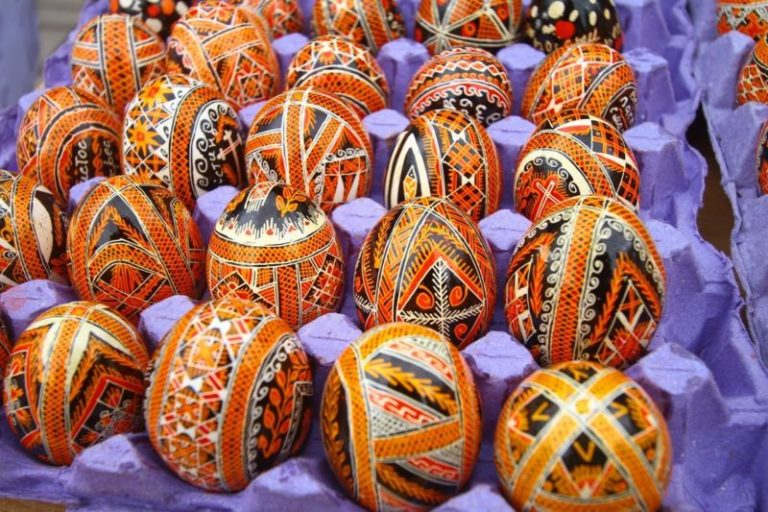 Пасха: зачем мы каждый год красим яйца и печем куличи?