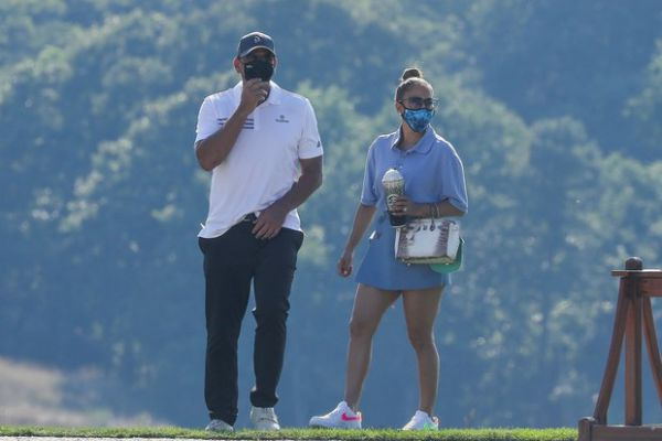 Дженнифер Лопес с женихом отдыхает в гольф-клубе (ФОТО)