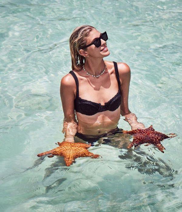 Девон Виндзор покоряет пляже в «морском» чокері (ФОТО)