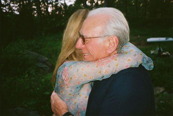 Бруклин Бекхэм и Никола Пельтц показали свои помолвке (ФОТО)