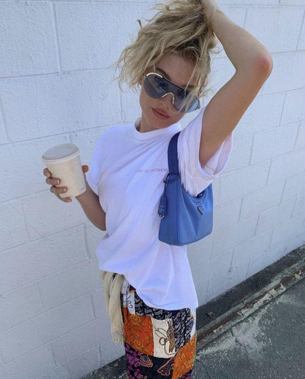 Эльза Хоск нашла идеальные штаны для прогулок по городу (ФОТО)