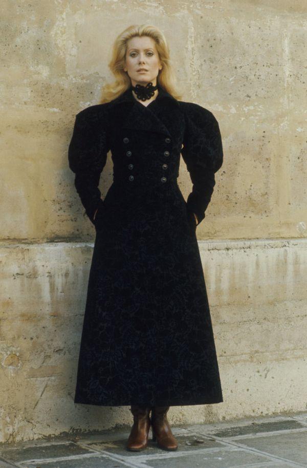 Saint Laurent приобрели четыре тысячи винтажных нарядов