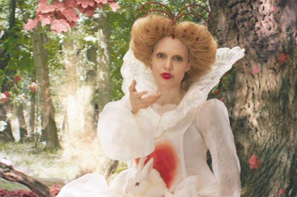 Совсем не похожа на себя Анджелина Джоли на новых кадрах «Питер Пэн и Алиса в Стране чудес»