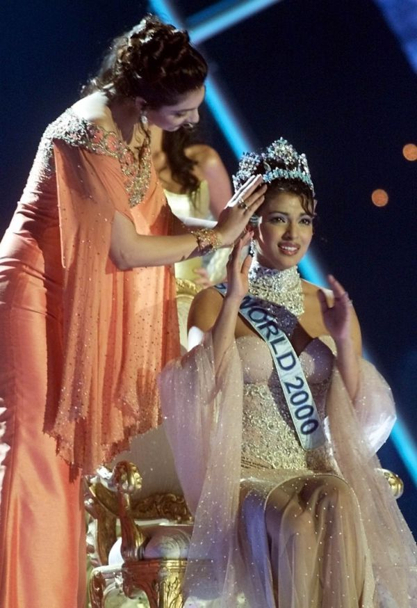 Приянка Чопра рассказала, как стала «Мисс Мира» в 18 лет: Платье была приклеена скотчем
