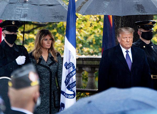 На фоне слухов о разводе: Мелания и Дональд Трамп вышли в свет вместе (ФОТО)