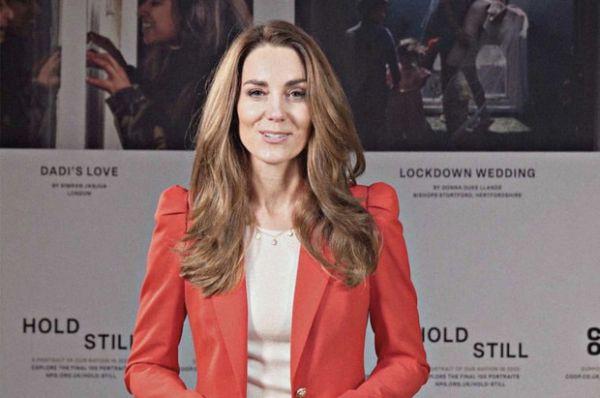 Волшебная Кейт Миддлтон в красном блейзере Zara с необычными рукавами (ФОТО)