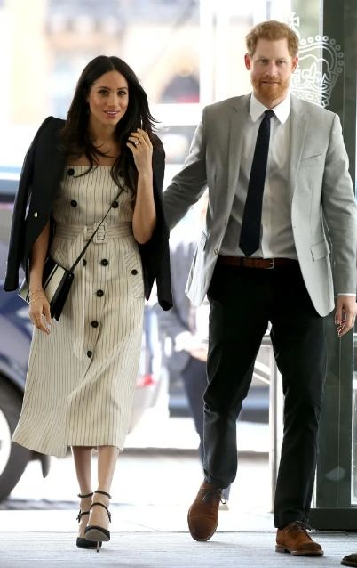Меган Маркл и принц Гарри дали публичный ответ после того, как королева лишила их всех полномочий