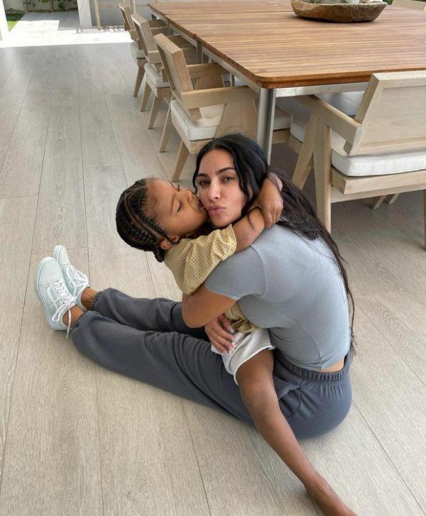 Трогательные фото Ким Кардашьян и ее сына Сэйнта